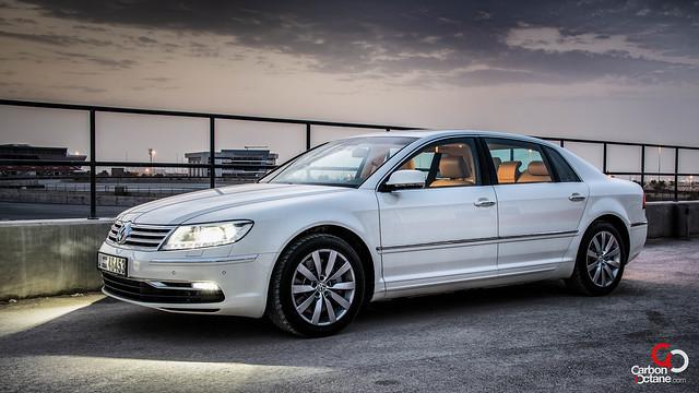 Volkswagen Phaeton 2012-3.jpg
