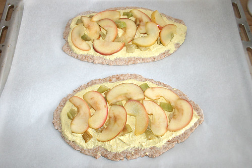26 - Mit Sellerie und Apfel belegen / Seize with celery & apple slices