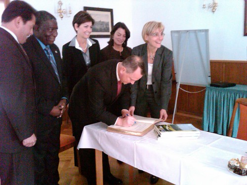 Signing the Gold Book in Lommatzsch