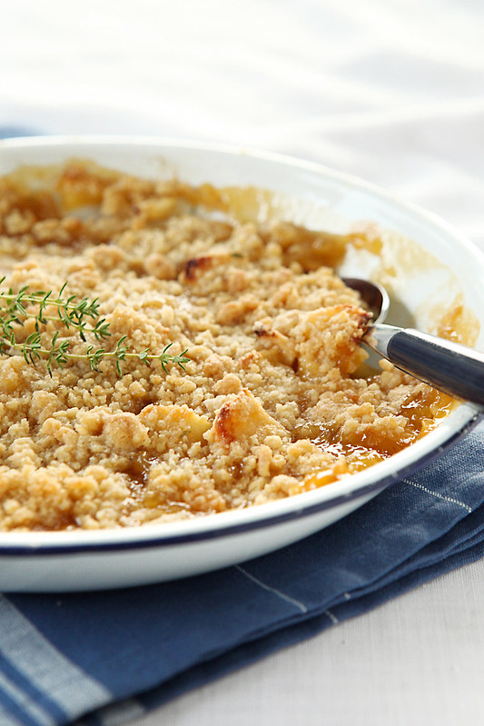 apple-apricot-thyme crumble