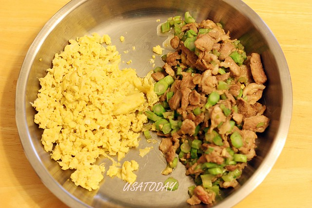 stir-fried noodles with pork paste 3
