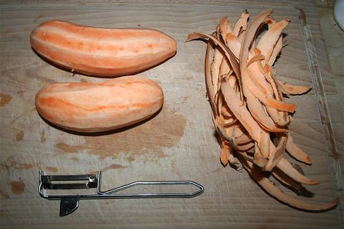 23 - Süßkartoffeln schälen / Peel batatas