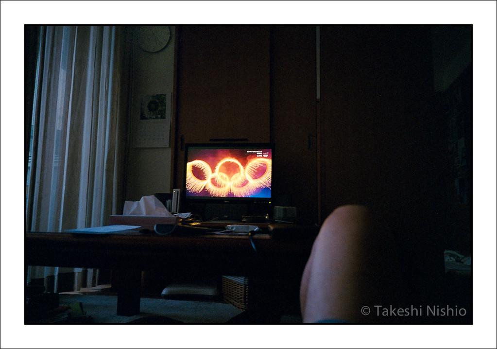 朝5時、オリンピック開会式を見る / 5 a.m., Watching Opening Of Olympic Games