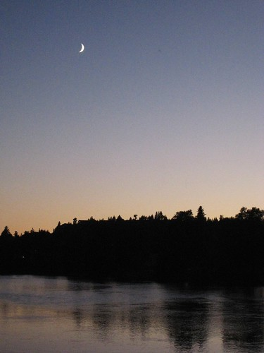 Moonrise over Deschutes river