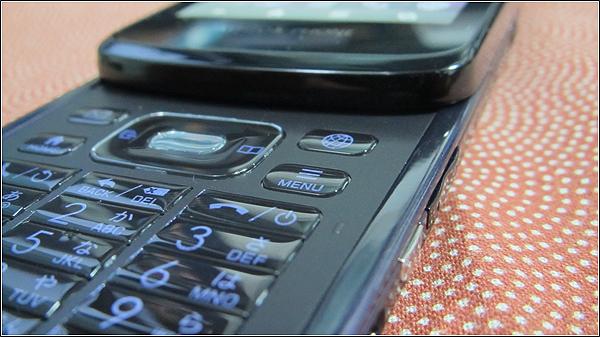 テンキー&タッチのハイブリッドスマートフォン「AQUOS PHONE SL IS15SH」レポート