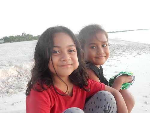 tuvalu funafuti sunset beach friendly girls friends smiles