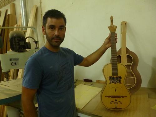 Raimundo Leonardes, construtor de violas da terra, Topo, São Jorge