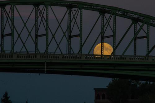 bridge sunset sky nikon moonrise albany willametteriver bluemoon 2012 d7000 winkatthemoon winkatthemoonb