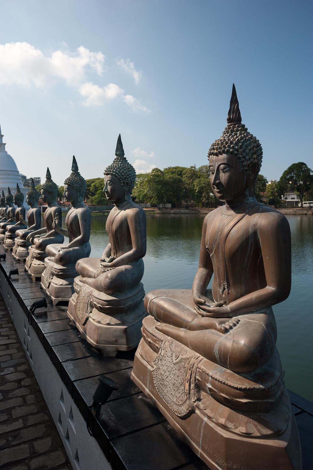 Buddhas to infinity