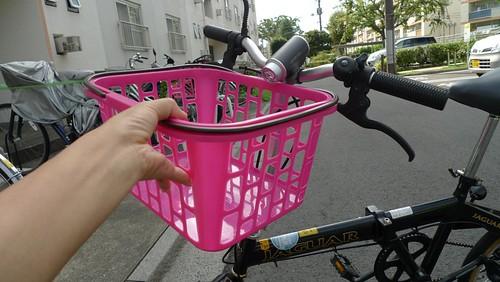 自転車の着脱式前カゴが「100円」