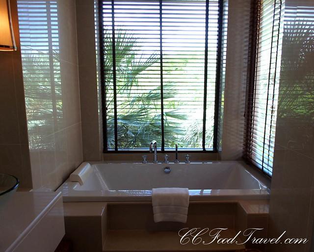 Residence-3 Bedrooms bathtub
