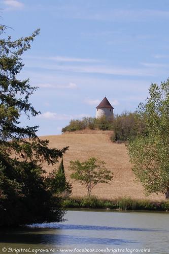 Puymirol, au bord du lac du ruisseau de la Boissière