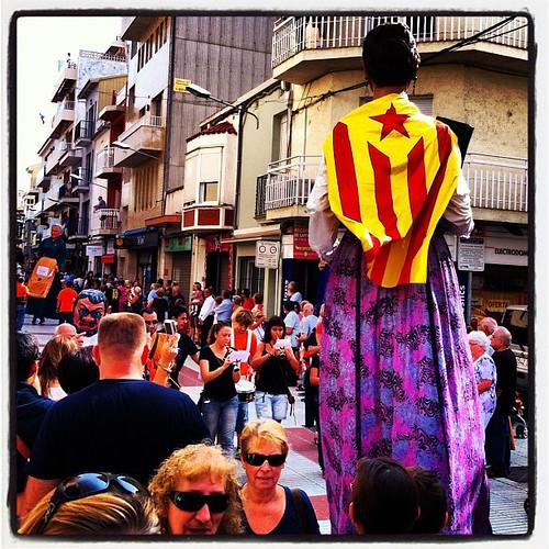 Els gegants, més explícits que mai. Geganta d'Arenys de Munt a la festa major de #Calella #Maresme #fmminerva12 #calellaesmes #igerscalella #igersmaresme #igerscatalonia #igerscatalunya #igerselperiodico