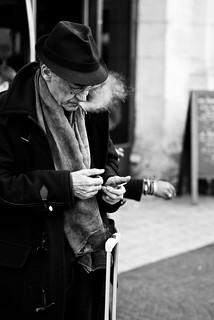 L'élégance naturelle de l'âge photo de rue homme