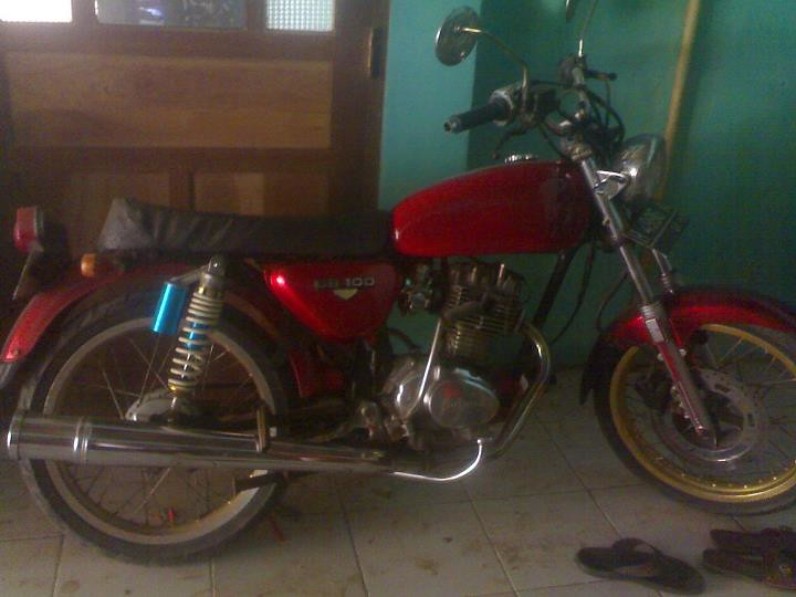 Honda CB-100 '76 tinggal pakai saja