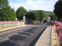 Fleurey-sur-Ouche (pont du canal et monument-aux-morts) 1