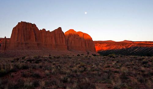 15fav usa 510fav sunrise landscape utah sandstone fullmoon capitolreef potofgold cathedralvalley 100vistas instantfave ashotadayorso orig:file=20121001eos30d22813