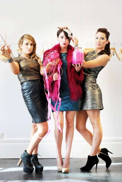 4. Last year's winners Sarah Blake & Justine King pictured with Next Top Model contestant Lisa Madden (1)