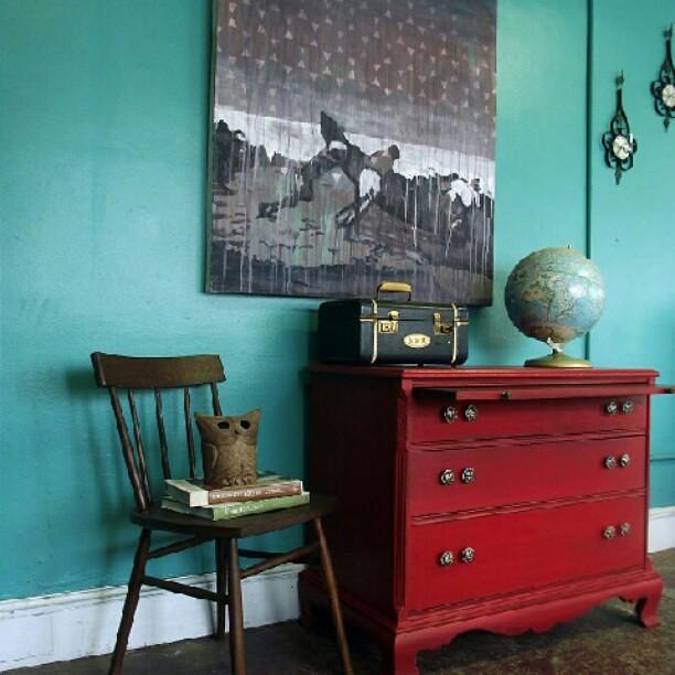 Decoración vintage en turquesa y rojo #Kimobel, #muebles, #