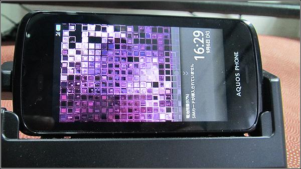 AQUOS PHONE SL IS15SHの卓上ホルダを試す