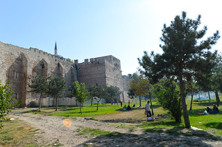 City wall képe. istanbul turkey city theodosian ancient walls park people