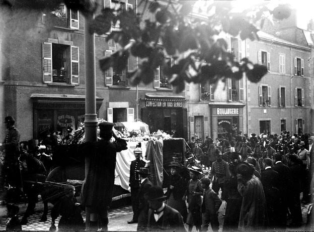 Enterrement militaire, 1902