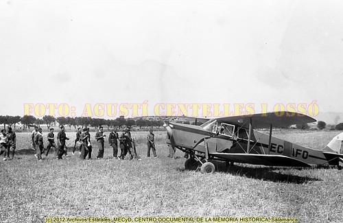 """Campo de aviación de Albalatillo, """"Alas Rojas"""" para defender la legalidad republicana.  Frente de Aragón, agosto de 1936. by Octavi Centelles"""
