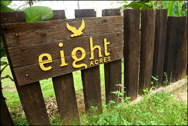 eight-acres-entrance