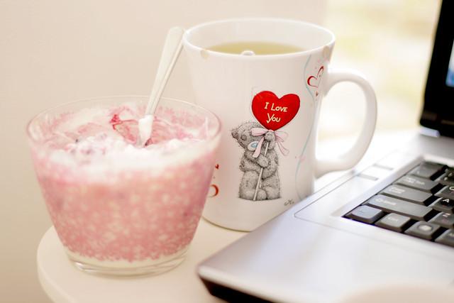 Healthy breakfast: yogurt with blackberries and green tea