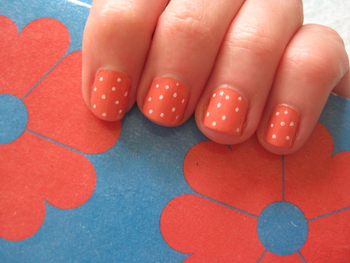 Nails coral polka dot