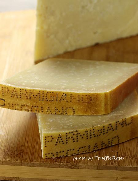Parmigiano-Reggiano。燻鮭魚、酪梨泥和起司脆片-120919