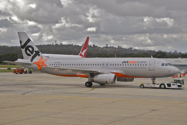Jetstar Airbus A320-232; VH-VQJ@MEL;29.07.2012/664bq