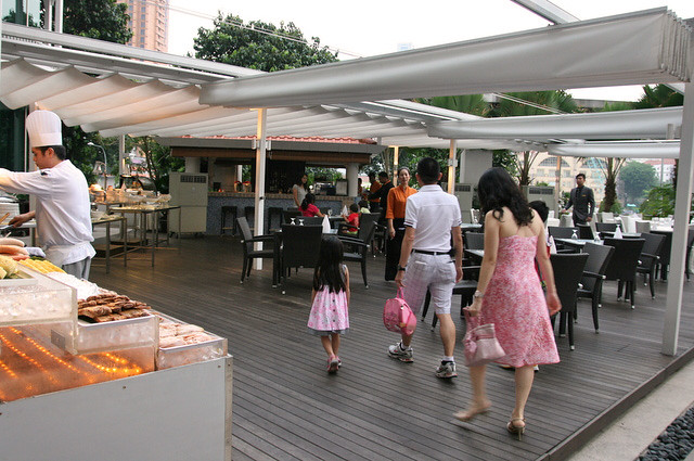 Weekend Poolside Bbq At Cocobolo Bar Grill Camemberu