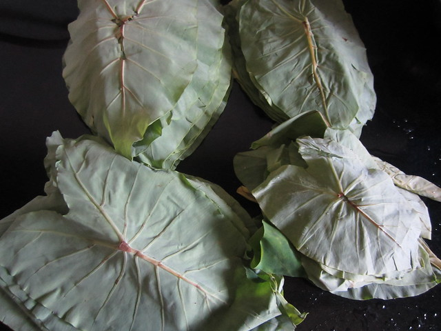 taro leaves/pathrodya paan