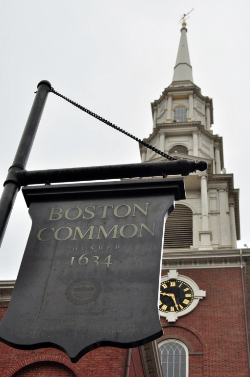 """La iglesia llegó a ser conocido como """"El Rincón Brimstone"""", en parte por el carácter misionero de su predicación, y en parte debido al almacenamiento de la pólvora en la guerra de 1812."""