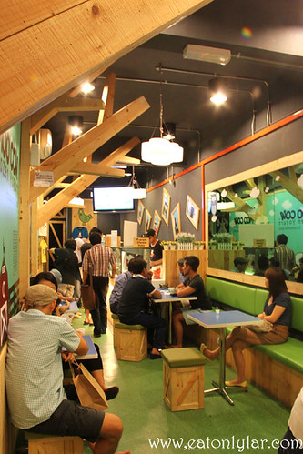 Interior, Moo Cow Frozen Yogurt