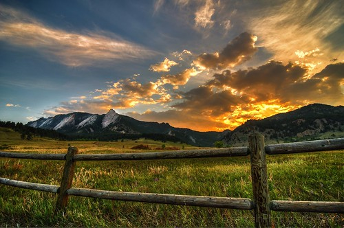 sunset clouds colorado roadtrip boulder flatirons flatironsbouldercoipadwallpaper