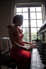 [フリー画像素材] 人物, 女性 - アジア, 音楽, ピアノ, ワンピース・ドレス ID:201212092200