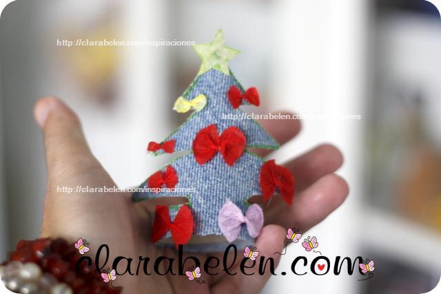 Cómo hacer pequeños árboles de Navidad para adorno o servilletero con rollos de papel y tela vaquera