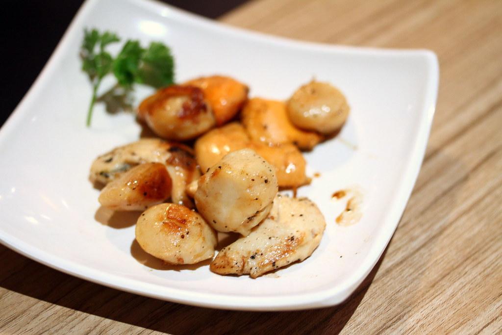 Kiseki日本自助餐餐厅:西式烧烤选择:腌制的日式烧鸡