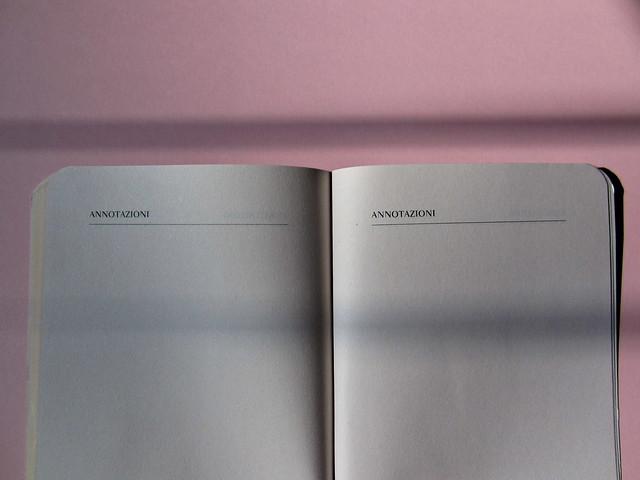 Luca Scarlini, La sindrome di Michael Jackson. Bambini, prodigi, traum. Bompiani 2012. Copertina: Paola Bertuzzi; progetto grafico: Poljstudio. pagine non numerate in coda al testo (part.), 1