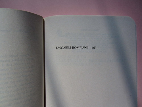Luca Scarlini, La sindrome di Michael Jackson. Bambini, prodigi, traum. Bompiani 2012. Copertina: Paola Bertuzzi; progetto grafico: Poljstudio. Pagina dell'occhiello (part.), 1