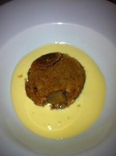 Tarta de manzana sobre crema de vainilla