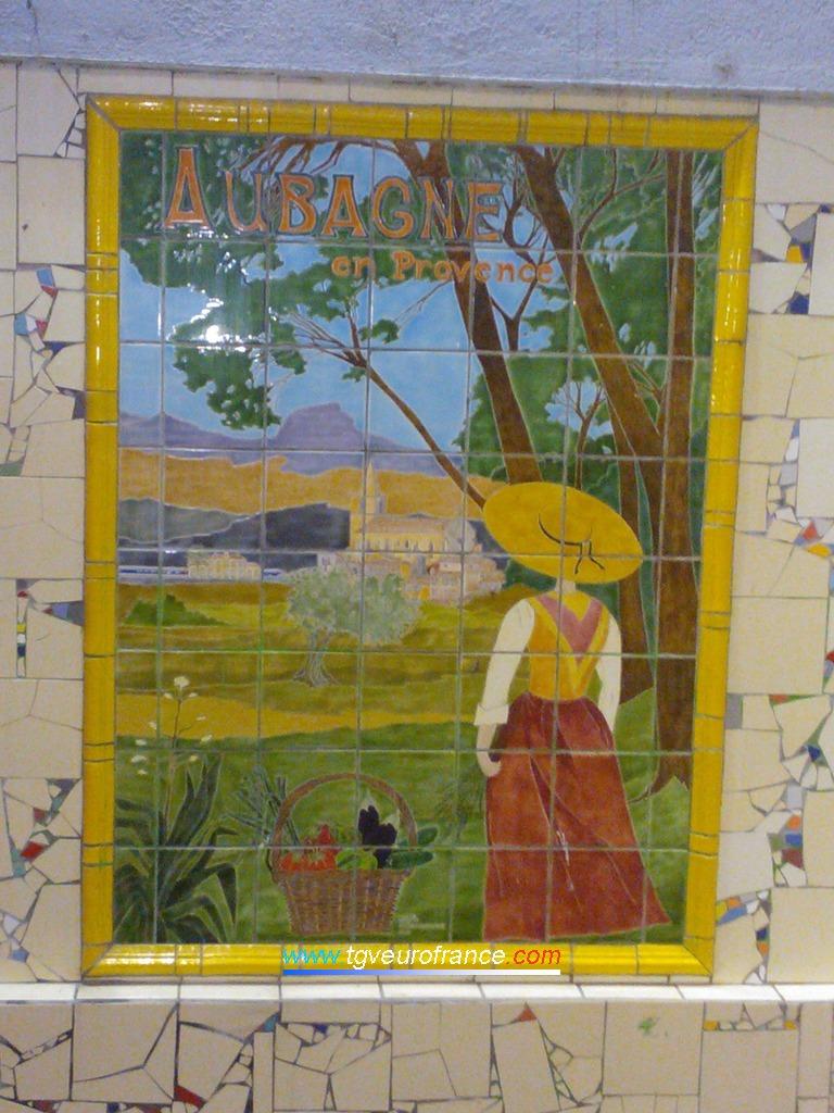 Vue d'une décoration murale en gare d'Aubagne en Provence
