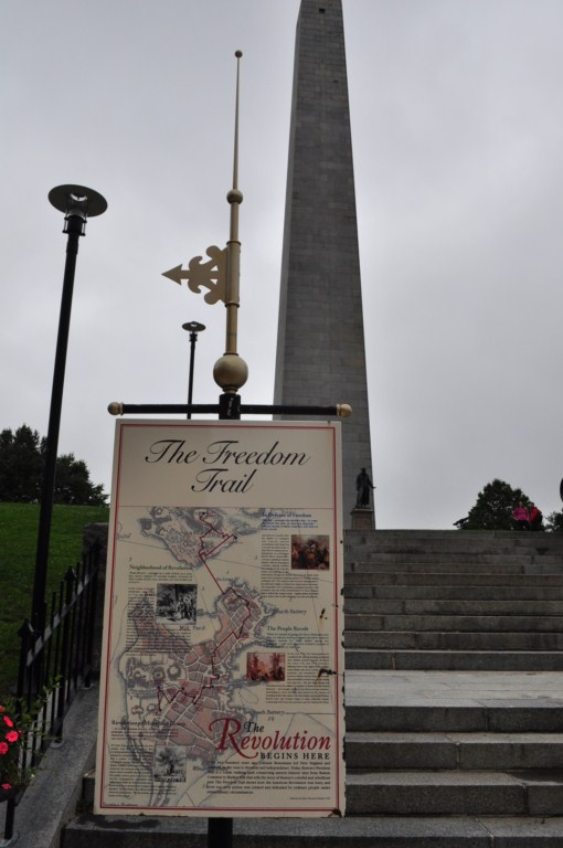 Un perfecto final para el camino de la libertad es encontrarse con éste monumental obelisco al que se puede subir (tras 300 escalones en espiral) y desde se puede divisar una inmejorable panorámica de Boston. Sin duda, que mejor final que acabar donde todo empezó, donde comenzó la Revolución que dio como resultado la independencia de los Estados Unidos de América.