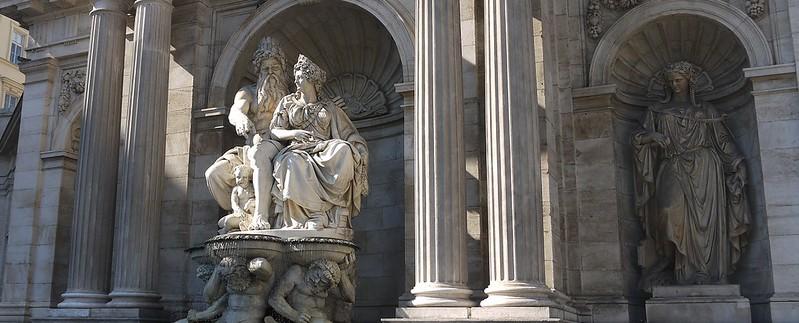 02 街头喷泉 the Danubius Fountain。中间雕刻的是多瑙河神和象征维也纳的女神