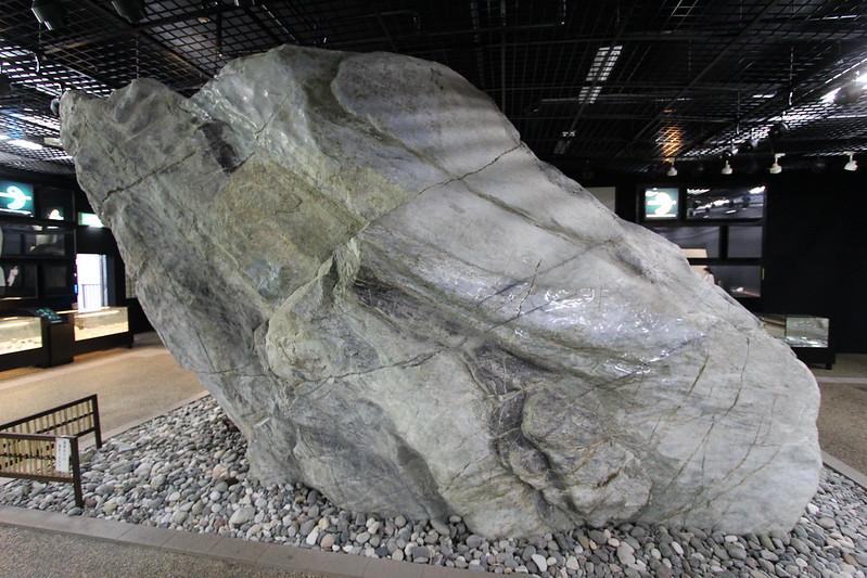 道の駅親不知 世界一のヒスイ原石
