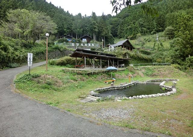 トラウトファーム秋川(釣堀・バーベキュー・マス掴み取り)