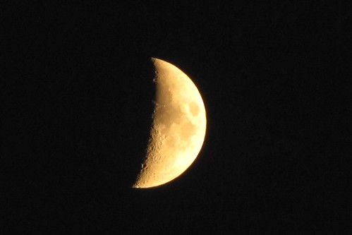 IMG_6113_Waxing_Crescent_Moon