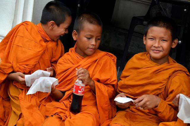 Una de las mejores cosas que hacer en Bangkok es conocer la vida de estos jóvenes monjes budistas
